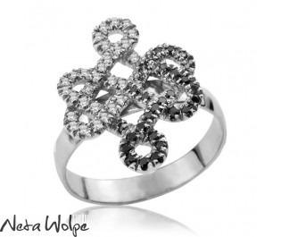טבעת מלכותית זהב 14 קראט משובצת יהלומים שחורים ולבנים