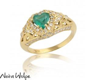 טבעת לב בסגנון רומנטי משובצת אמרלד ויהלומים
