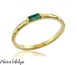 טבעת אמרלד באגט חיננית ועדינה