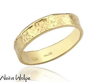 טבעת נישואין גסה ועדינה גם יחד