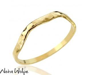טבעת זהב עדינה ומודרנית