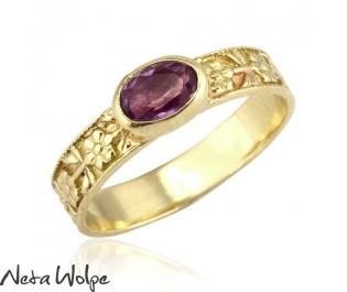 טבעת אירוסין רומנטית משובצת אמטיסט