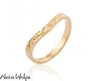 טבעת נישואין ייחודית מקושטת בחריטות בסגנון וינטג'