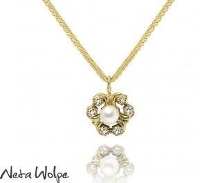 שרשרת פרח משלושה לבבות משובצת יהלומים ופנינה