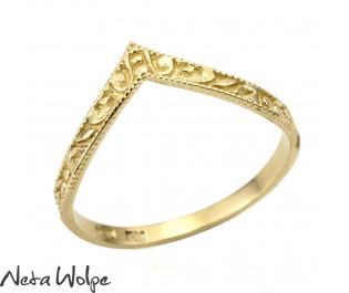 טבעת נישואין  עם גילופים אומנותיים