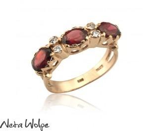 טבעת זהב עם גרנט ויהלומים