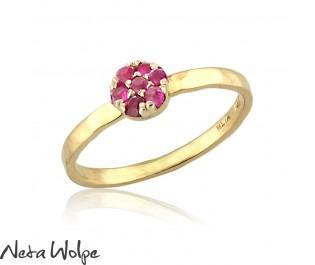 טבעת פרח משובצת אבני רובי