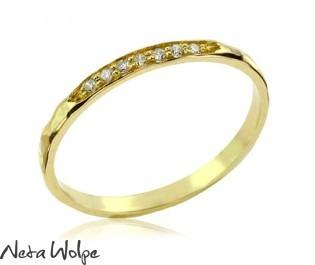 טבעת אירוסין מרוקעת ומשובצת שבעה יהלומים