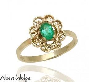 טבעת אירוסין בצורת פרח משובצת אמרלד
