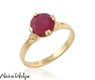טבעת אירוסין משובצת רובי