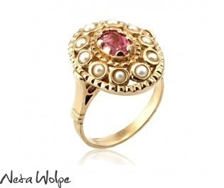 טבעת בסגנון אוריינטלי משובצת בטורמלין ופנינים
