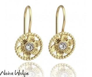 עגילי זהב פרחוניים משובצים יהלום