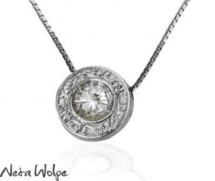 שרשרת זהב עם תליון עגול משובץ יהלום
