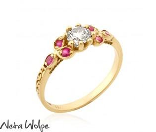 טבעת אירוסין בסגנון וינטג' משובצת יהלום ואבני רובי