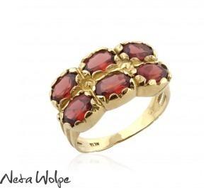 טבעת קוקטייל כפולה משובצת באבני גרנט מזהב 14 קראט