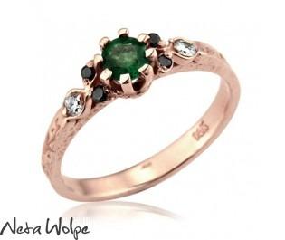 טבעת אירוסין אמרלד ויהלומים