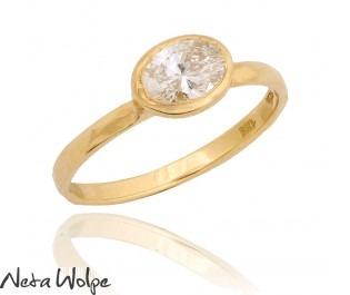 טבעת זהב משובצת יהלום אובלי