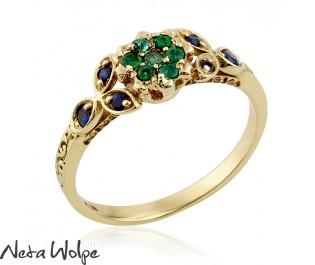 טבעת פרחונית נהדרת משובצת אמרלד וספיר