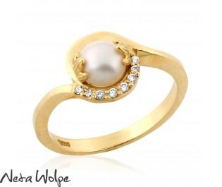 טבעת אירוסין בסגנון אר-נבו בשיבוץ פנינה ויהלומים