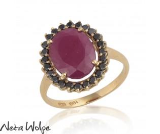 טבעת ויקטוריאנית משובצת רובי ויהלומים שחורים