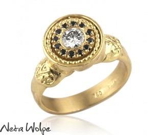 טבעת ייחודית משובצת יהלומים