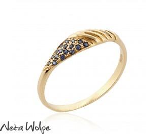 טבעת ספירלית עדינה משובצת אבני ספיר