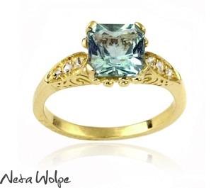 טבעת אירוסין משובצת אקוומרין ויהלום