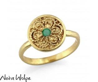 טבעת חותם משובצת אמרלד