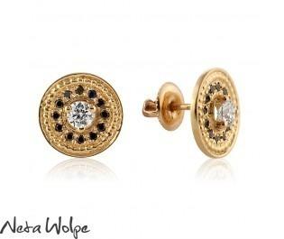 עגילי זהב צמודים משובצים יהלום ויהלומים שחורים