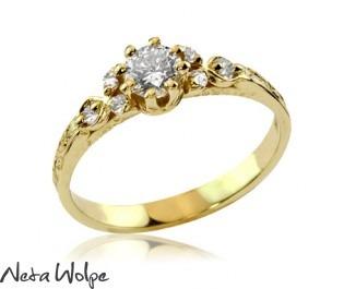 טבעת זהב מעוטרת יהלומים