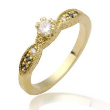Vintage style yellow gold engagement ring